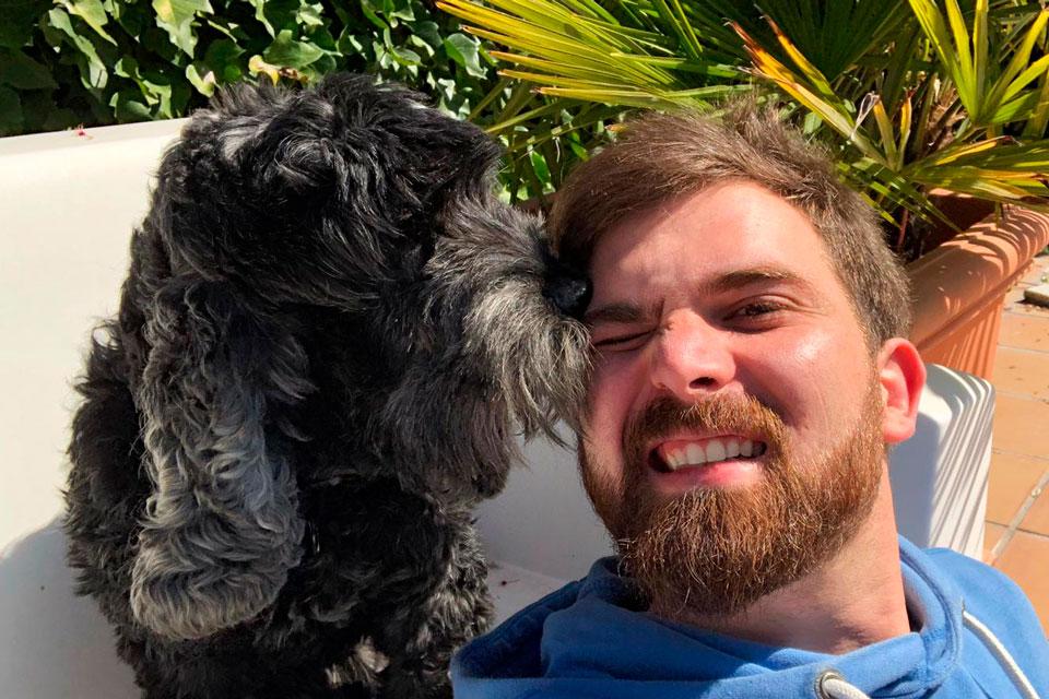 perro y cuidador